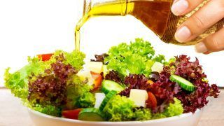Aliñar con aceite de oliva